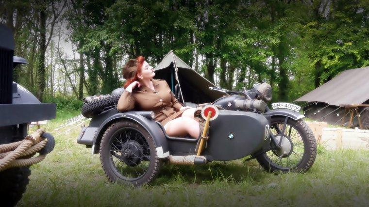Pin up sur mon side-car ! :-)