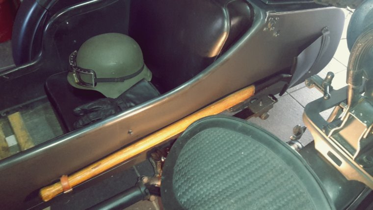 Pelle Allemande montée sur le side-car