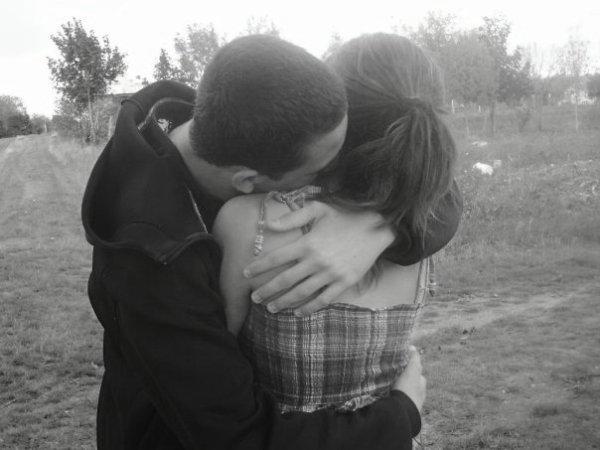 """""""Certains disent qu'on reconnaît le grand amour lorsqu'on s'aperçoit que le seul être au monde qui pourrait vous consoler est justement celui qui vous a fait mal """""""
