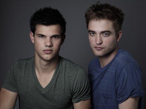 Un nouveau photoshoot pour entertainment weekly de nos 3 costars. Alors vous avez une préférance? Plutôt Robert ou Taylor?