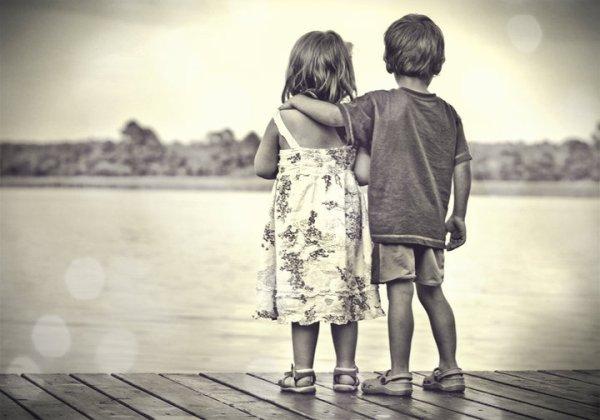 """«On comprend mieux pourquoi les histoires pour petites filles commencent impérativement par """"Il était une fois"""" et se terminent lors du premier baiser ou lors des noces. La suite ne fais rêver personne.»"""
