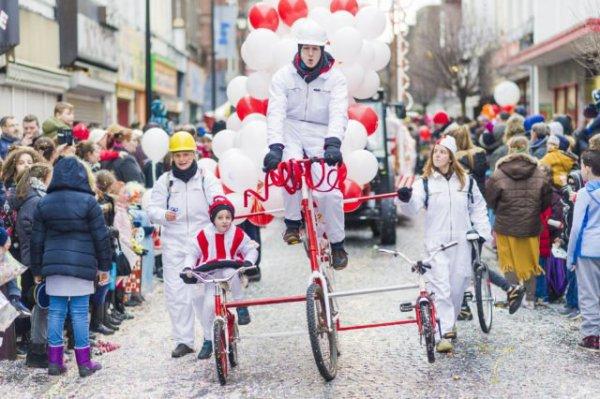 je serait absent une bonne partie de la journee carnaval de charleroi