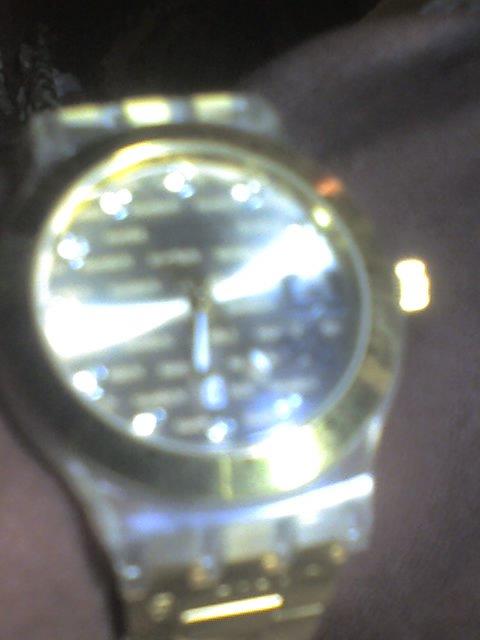 ces la jolie montre de papa ok   juste   pour rire