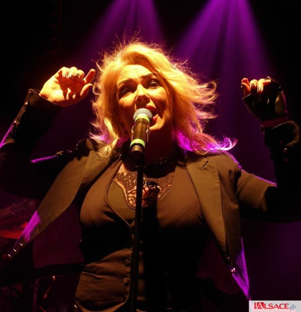 Kim Wilde enchante ses groupies à Bâle