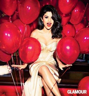 selena gomez pose pour des photos glamours.....