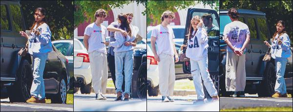 - 24.06.21 ♡  Madison B. a été photographiée avec des amis à elle à Los Angeles (CA).  -