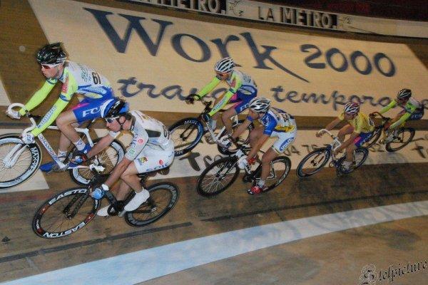 Ceci change du cyclo cross, ici on ne porte pas le vélo  sur l'épaule Lol !!!!*