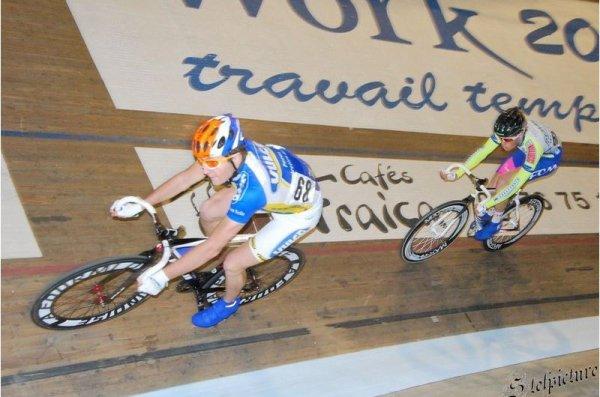 Je m'excuse de ne pas identifier les autres coureurs ,ici Joseph Berlin Sémons est à l'affut près à bondir !!!*