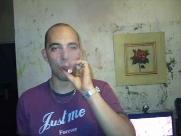 MOI EN MODE FUMETTE DE CIGARIOS :))
