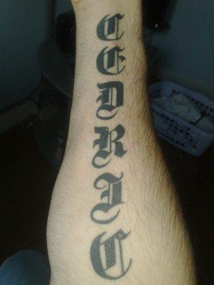 Voici Mon Tatouage Cedric En Lettre Romaine Et Gothique Italia929