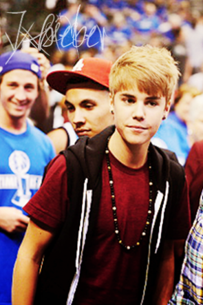 Candid du ; o9 . o6 . 11 ::  Justin assistait à la finale NBA. Il a d'ailleur eu l'occasion de rencontrer Lil Wayne en compagnie de sa girlfriend.