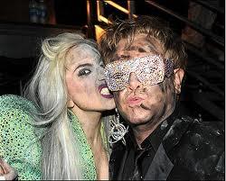 Elton John a confirmé que Lady GaGa était la marraine de son fils Zachary lors de son passage à l'émission Saturday Night Live samedi dernier sur NBC. 47%