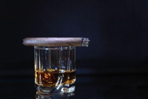 Cigarettes et alcool : un cocktail explosif pour les femmes