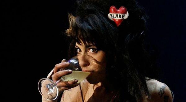 si tu t'habitue a l'Alcool voici une autre conséquance de son abus ; le Delirium tremens