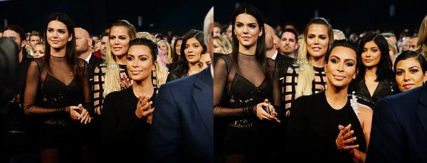 """CANDIDS - PHOTOSHOOT - EVENTS - INFO -  INSTAGRAM __Comme il l'était prévu depuis plusieurs semaines, Caitlyn Jenner anciennement Bruce Jenner était présente aux ESPYS Awards 2015 pour recevoir le prix """"Arthur Ashe Award for Courage"""", prix qui rend hommage au courage de Caitlyn. Tout les enfants et beaux enfants de Caitlyn étaient présents à l'exception de Rob Kardashian, qui a toujours de gros problème de poids. Khloé était donc parfaite pour soutenir son beau père. Elle portait une somptueuse robe Balmain et j'aime énormément sa mise en beauté. Khloé semblait très ému par le discours de Caitlyn, tout comme le reste de ses frères et soeurs."""