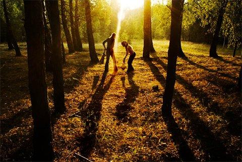 Miss you ....  Je suis perdu  Je suis perdu   Sur des chemins de pierre  Je marche nu   On s'est perdu On s'est perdu   Et mon coeur en enfer Que de toi ne battra plus   Je me suis perdu Quand je t'ai perdue   J'ai perdu ma lumière J'ai perdu Terre entière