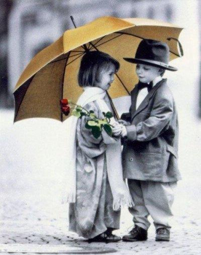 C'est dans un regard ou un sourire ; que se cache les mots qu'on a jamais su dire .. :$