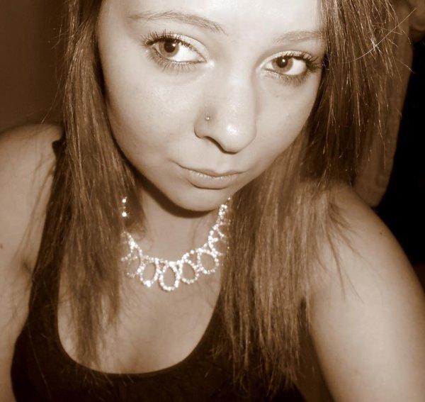 Je tombe, je me reléve, je fais des erreurs,je vis, j'apprend,je suis humain, et je ne suis pas parfaite...