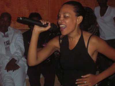 SYLVIA ,Artiste chanteuse, auteur, compositeur, productrice