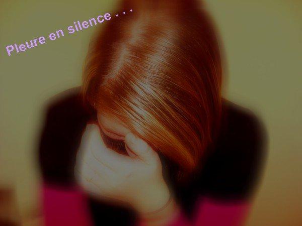 Je me renferme, je ne veux plus parler. Je me suis lassée, trop de choses m'ont blessée. Pour te protéger j'essaie de t'éviter