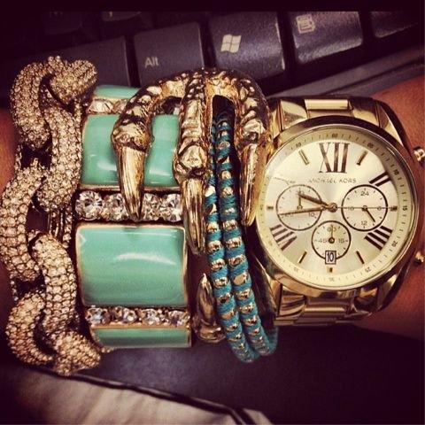 girl et boyz compose les bracelet les  plus précieux Le vrai bijoux , ce n'est pas son apparence, c'est d'être telle qu'elle est en faisant fi du regard de l'autres...mes eu prendre beaucoup de place rangement ecolo