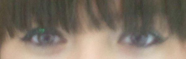 Le bonheur fait briller les yeux. Mais dans ces yeux qui brillent.. Il y a des Larmes qui y dorment.. <3
