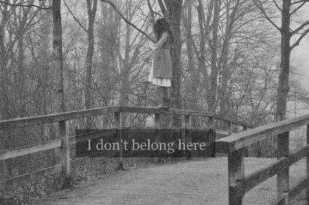 """""""N'ai pas pitié des morts. Ai pitié des vivants, et par-dessus tout, ceux qui vivent sans amour."""" Albus Dumbledore"""