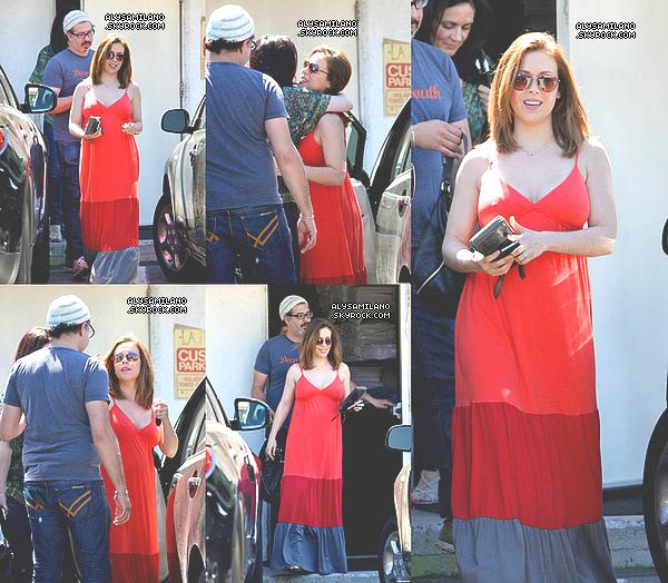 .  01.04.11  - La belle Alyssa était de sortie à Studio City (Los Angeles) afin de déjeuner avec des amis. .
