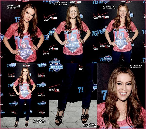 .  21.04.10   -  Alyssa était présente à la soirée célébrée par la NFL & Verizon : The 2010 NFL Draft Eve,à New York. .