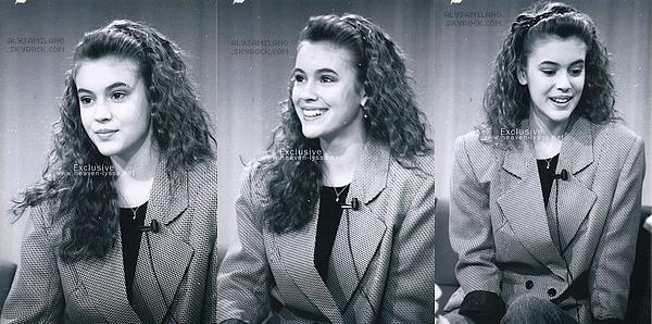 . Voici ci-dessous des photos inédites d'un passage d'Alyssa au show The 5 Morning Exchange en 1988 (elle avait que 17 ans) ! Je la trouve vraiment magnifique ! Elle n'a pas changée..j'ai un gros coup de coeur pour ces photos ! Et en plus , c'est un top !♥  .