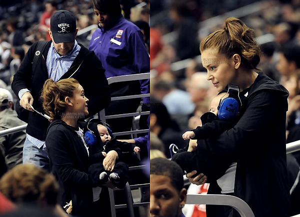 .  19.11.11 -  Alyssa et sa petite famille se sont rendu au match des LA Kings.  .