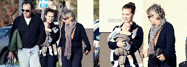 .  11.12.11 - Alyssa c'est rendue au centre commercial afin d'y faire un peu de shopping en compagnie de Milo et de ses parents.  .