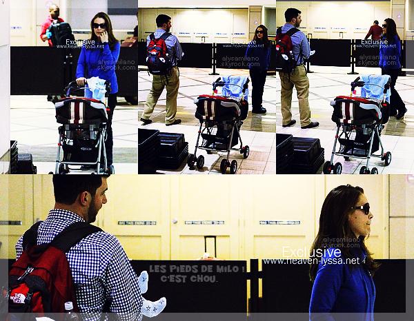 .  06.02.12 - Alyssa , David et Milo étaient au LAX Airport , de retour du Superbowl ! elle est ravissante. .