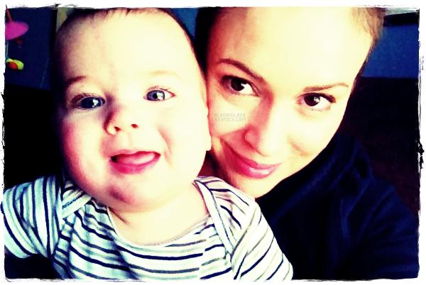 .  Alyssa a postée une nouvelle photo sur Twitter, d'elle et de Milo. + Nouvelle série pour Alyssa !  .