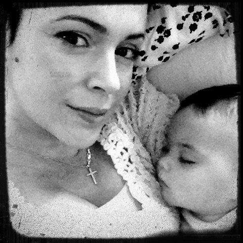.  Alyssa a postée une nouvelle photo d'elle et de Milo, sur Twitter.je trouve la photo tellement magnifique, rien a dire ! .