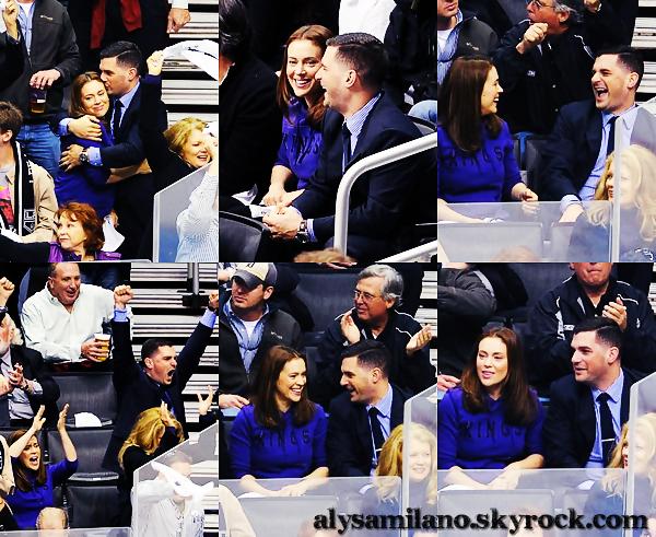 .  03.05.12 - Alyssa s'est rendue, avec David, au match des LA Kings. on voit qu'elle s'éclate ! .