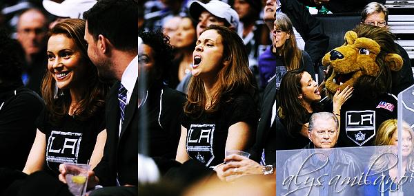 .  __17.05.12__  ▬ Alyssa s'est rendue a un match des LA Kings, avec son meilleur ami Alec et David. .