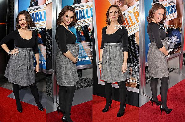 . 23.02.11 ▬ Alyssa, toute en beauté, été présente a la première du film : Hall Pass à Los Angeles.  .