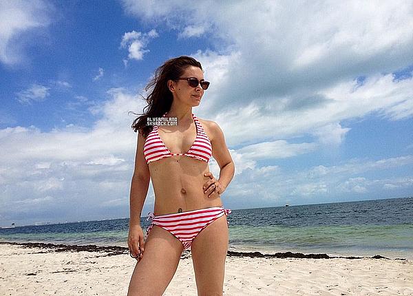 . NO DATE ▬ Alyssa vient de partager une petite photo de ses vacances en famille avec nous :  .