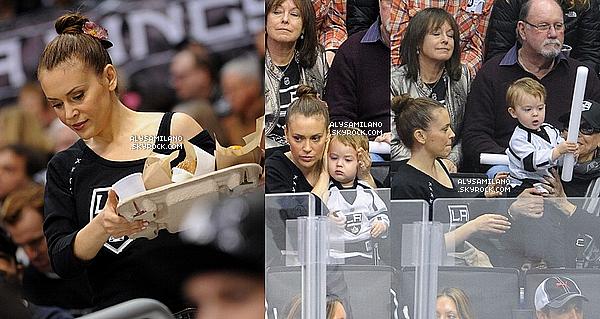 .  19.01.13 - Alyssa , sa mère et Milo sont allés à un match de hockey. (j'aime beaucoup les chaussures d'Alyssa)