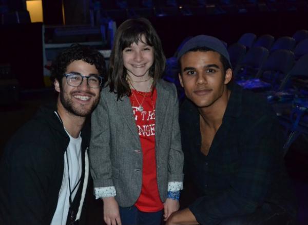 Darren et Jacob Artist avec Hannah Alper.