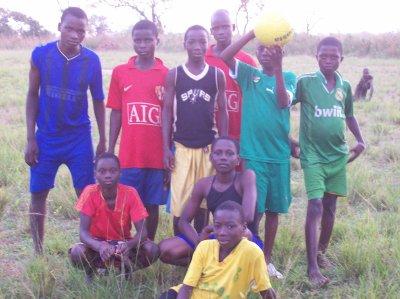 Match de foot à Tintchro et Gati