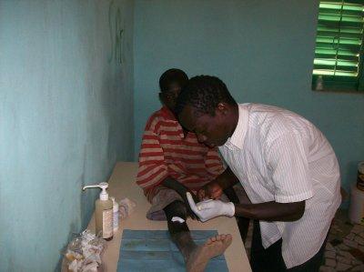 Sénégal février/mars 2011.Un infirmier dans notre centre d'accueil