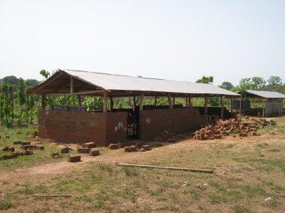 Ecole et case de santé de Tintchro Togo avril 2011