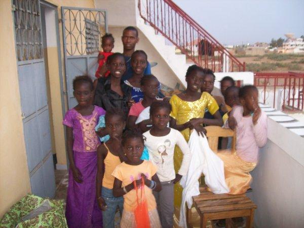 Distribution de linge au centre d'accueil et à la maison Sénégal avril 2012