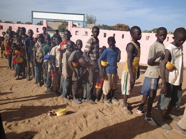 Poissons et beignets au centre d'accueil Sénégal janvier 2013