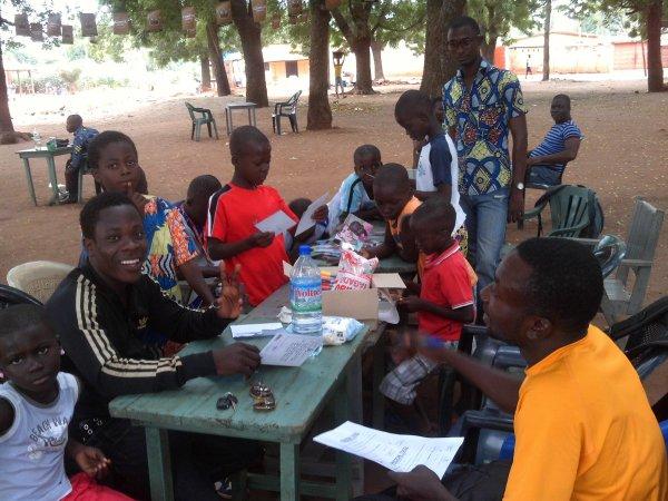Course et repas à Tsévié Togo aout  2013
