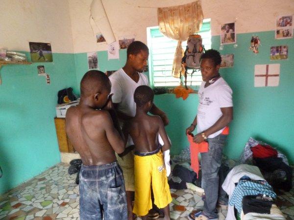 Distribution de linge et remerciement Sénégal décembre 2013