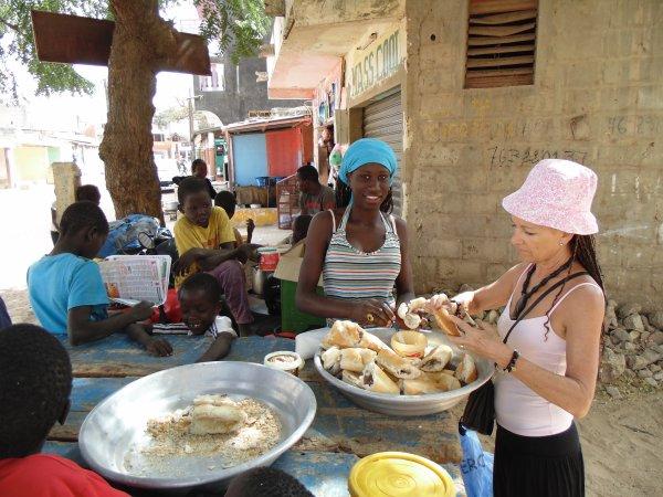 Petit déjeuné dans la rue, don de riz en brousse et remerciement février 2015