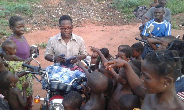 Distribution de linge à Gati Soun Togo mars 2017